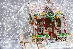 Casa de pan de jengibre, árbol de navidad del pan de jengibre y una masilla del azúcar Imagen de archivo libre de regalías