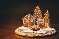 Casa de pan de jengibre hecha en casa Fotografía de archivo libre de regalías