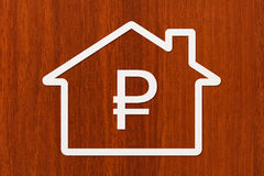 Casa de papel com sinal do rublo para dentro Imagem conceptual abstrata Imagem de Stock