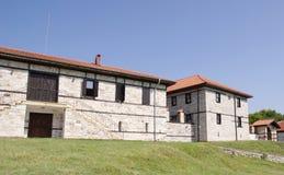 Casa de pedra branca com escadas Fotos de Stock Royalty Free