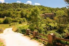 Casa de pedra croata velha na floresta Foto de Stock Royalty Free
