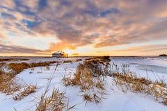 Casa de pedra em um por do sol do inverno Imagem de Stock Royalty Free