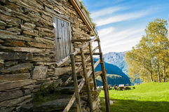 Casa de pedra na montanha Foto de Stock Royalty Free