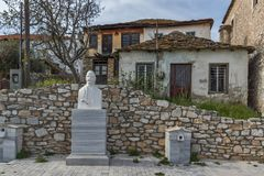 Casa de pedra velha na vila da ilha de Theologos, de Thassos, de Macedônia do leste e de Thrace, Grécia Imagens de Stock Royalty Free
