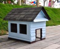 Casa de perro de madera Fotografía de archivo