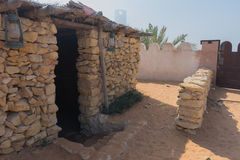 Casa de piedra beduina tradicional en el pueblo de la herencia en Abu Dhabi Imágenes de archivo libres de regalías