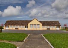 Casa de piedra concreta de la escuela en rural imágenes de archivo libres de regalías