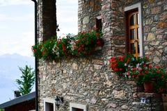 casa de piedra del verano en San Zeno di Montagna, Italia foto de archivo