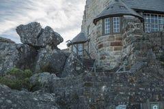 Casa de piedra encima de la montaña de la tabla imagen de archivo libre de regalías