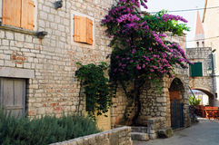 Casa de piedra mediterránea típica del ladrillo fotografía de archivo libre de regalías