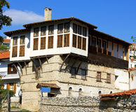 Casa de piedra tradicional en Kastoria (Makedonia, Gree Imagenes de archivo