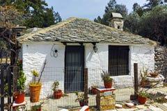 Casa de piedra vieja en el pueblo de Aliki, isla de Thassos, Grecia Fotografía de archivo