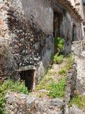 Casa de piedra vieja en la ciudad de Francavilla di Sicilia Foto de archivo libre de regalías