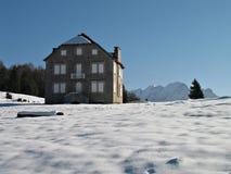 Casa de piedras en montaña Foto de archivo libre de regalías