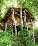 Casa de planta baja de la selva en la isla de la phi de la phi Foto de archivo libre de regalías