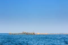 Casa de planta baja del agua del pescador y jaula de la pesca en la explosión Tabun, Petchab Fotos de archivo libres de regalías