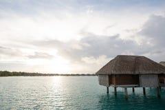 Casa de planta baja del overwater de Bora Bora Imágenes de archivo libres de regalías