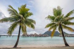Casa de planta baja del overwater de Bora Bora Imagen de archivo libre de regalías