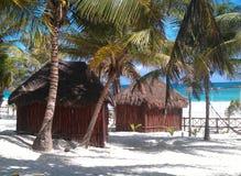 Casa de planta baja en el Caribe imagenes de archivo