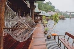 Casa de planta baja en el río Kwai fotografía de archivo