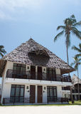 Casa de planta baja en la playa Foto de archivo
