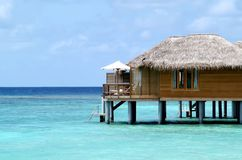 Casa de planta baja en Maldives Imagenes de archivo