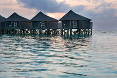 Casa de planta baja en una isla tropical Fotos de archivo libres de regalías