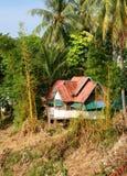 Casa de planta baja laosiana en la selva Imagen de archivo libre de regalías