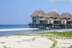Casa de planta baja Maldives del agua Imagenes de archivo