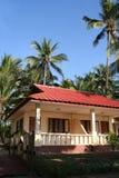 Casa de planta baja tropical fotografía de archivo