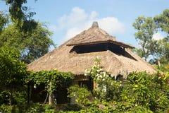 Casa de planta baja tropical para un descanso y relajación Imagen de archivo