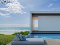 Casa de playa en diseño moderno, chalet de lujo de la piscina de la opinión del mar Fotos de archivo libres de regalías
