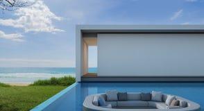Casa de playa en diseño moderno, chalet de lujo de la piscina de la opinión del mar Imagen de archivo