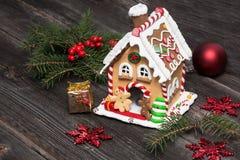 Casa de pão-de-espécie, decoração do Natal Foto de Stock