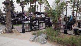A CASA de PRAIA do TÁXI do preto na praia nova e o entretenimento espaçam o vídeo da metragem do estoque de Mer do La vídeos de arquivo