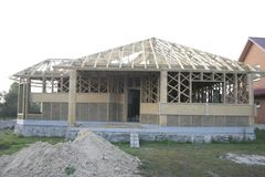 Casa de quadro feita da palha facade Fotografia de Stock