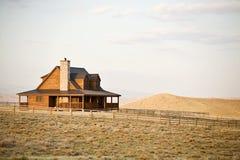 Casa de rancho en cercano oeste fotos de archivo