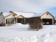Casa de rancho en el invierno. foto de archivo libre de regalías
