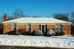 Casa de rancho en invierno Imágenes de archivo libres de regalías