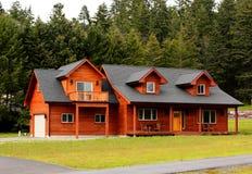 Casa de rancho típica con los Dormers imágenes de archivo libres de regalías