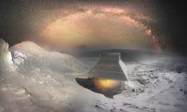Casa de salvadores debajo de Hoverla Imagen de archivo libre de regalías
