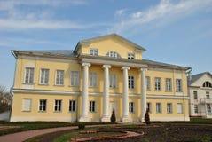 Casa de señorío en el estilo ruso Imagenes de archivo