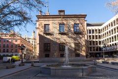 Casa de sete chaminés na cidade do Madri, Espanha Imagens de Stock