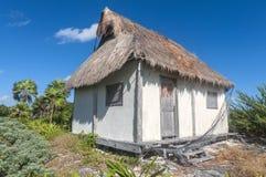 Casa de tejado cubierto con paja Fotografía de archivo libre de regalías