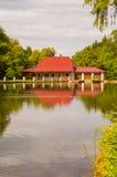 Casa de vacaciones por el agua Fotografía de archivo libre de regalías