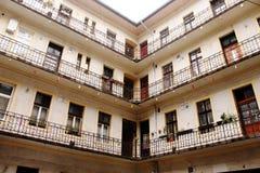 Casa de varios pisos vieja Imagenes de archivo