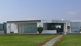Casa de verão moderna no distrito de Ásia, ao sul de Lima Foto de Stock Royalty Free