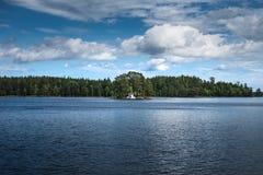 Casa de verão na ilha fotos de stock