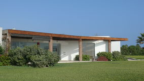 Casa de verano moderna en el distrito de Asia, al sur de Lima Imagenes de archivo