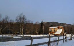 Casa de Vermont nas montanhas Fotos de Stock Royalty Free
